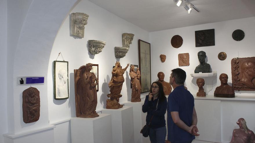 El Ayuntamiento de Villena relanza el museo de Navarro Santafé, escultor del Oso y el Madroño de Madrid