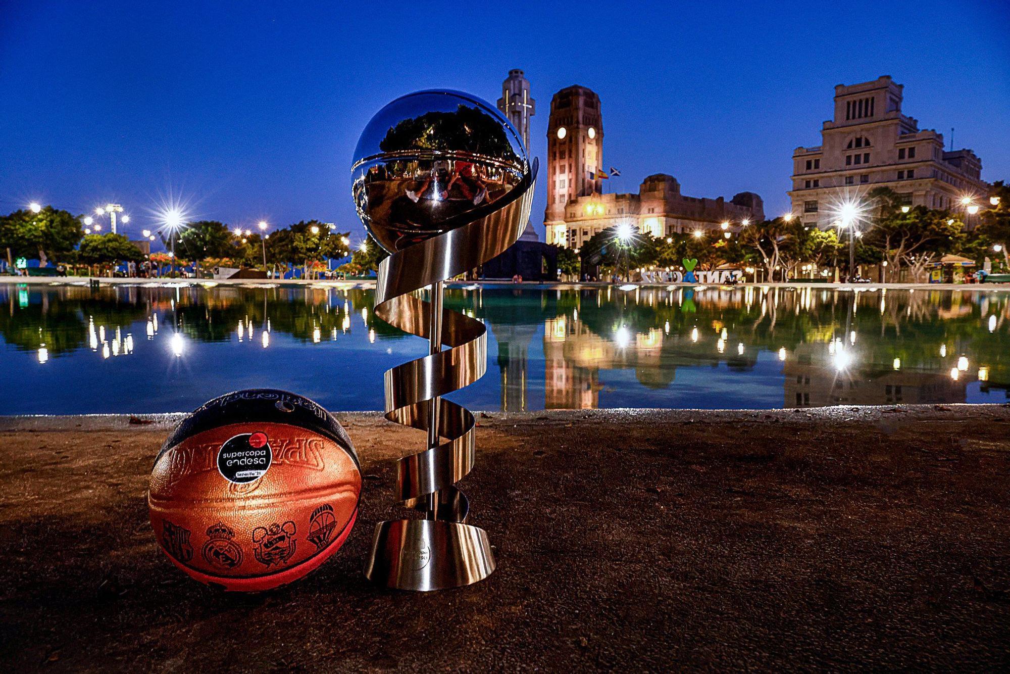 El trofeo de la SuperCopa ya se pasea por Tenerife