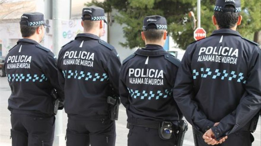 Peligrosa persecución policial en Alhama tras huir en su coche un sospechoso porque no tenía carné