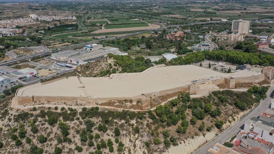 Guardamar del Segura frenará con 1.600 árboles la erosión del monte del Castillo