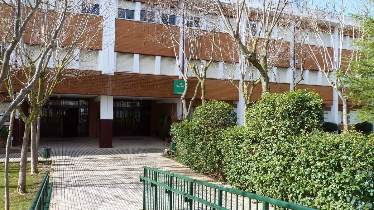 El colegio Juan XIII, en la calle río Jerte.