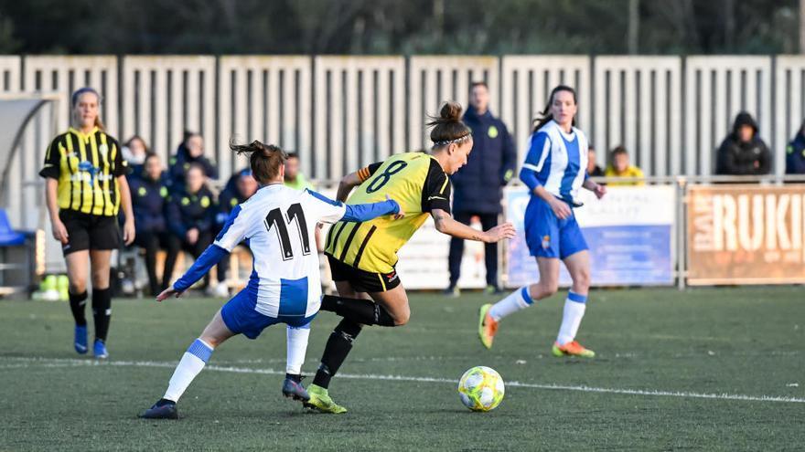 Més futbolistes sobre la gespa a l'Alt Empordà