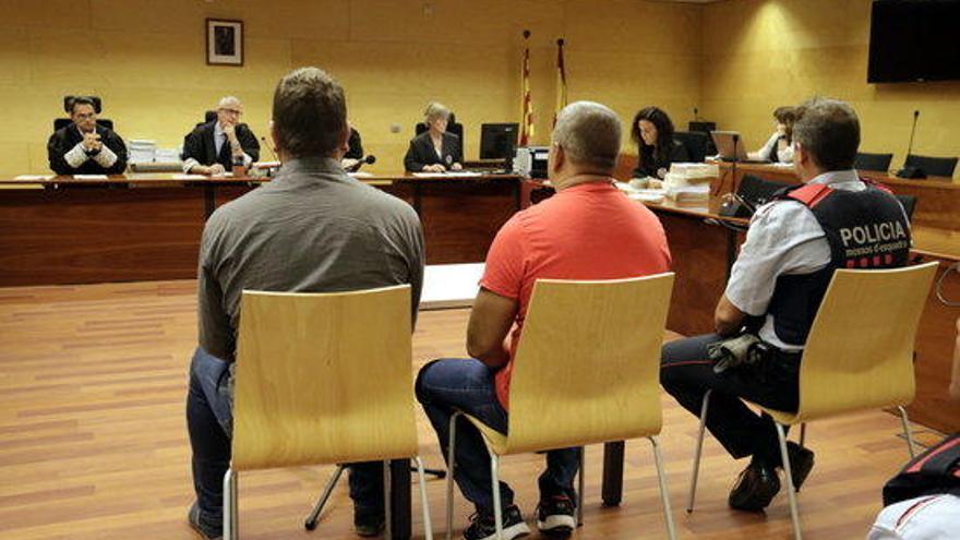 Jutgen un acusat que s'enfronta a 28 anys de presó per forçar dones a prostituir-se a la carretera 'N-II