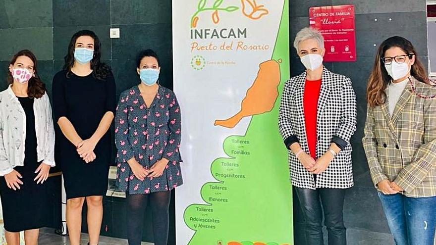 La Fundación DinoSol dona cubertería al centro de día Lluvia