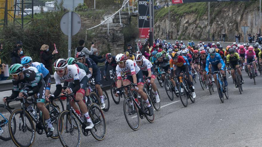 La Vuelta pasó entre susurros