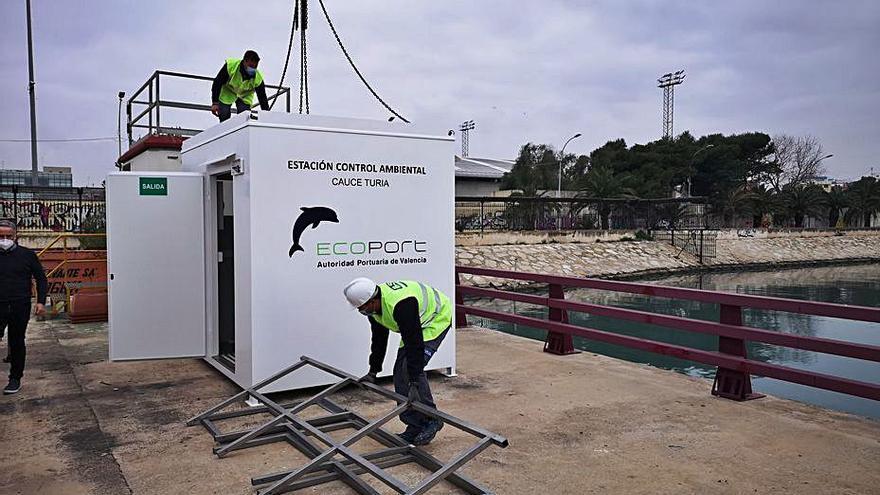 El puerto instala dos cabinas para medir la contaminación