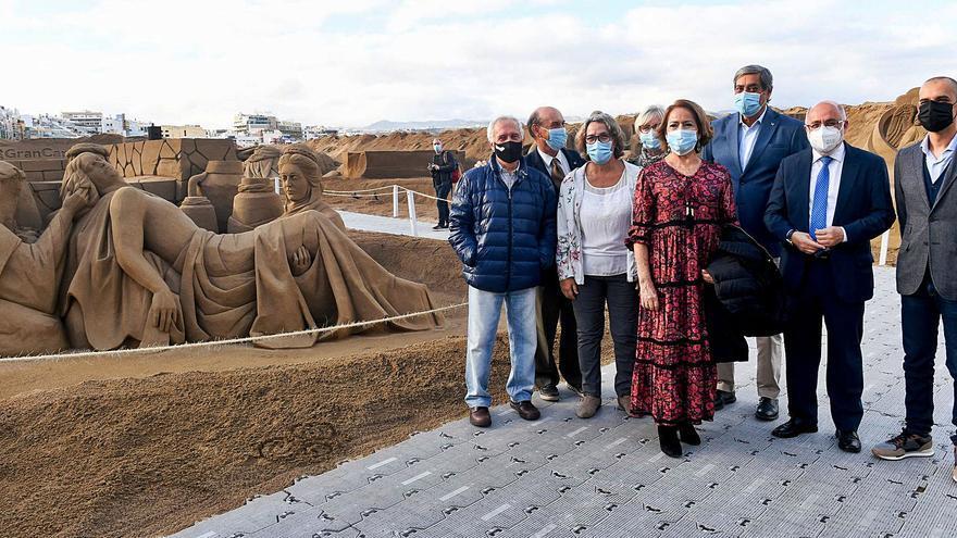 El Belén de arena de Las Canteras rinde homenaje a los sanitarios