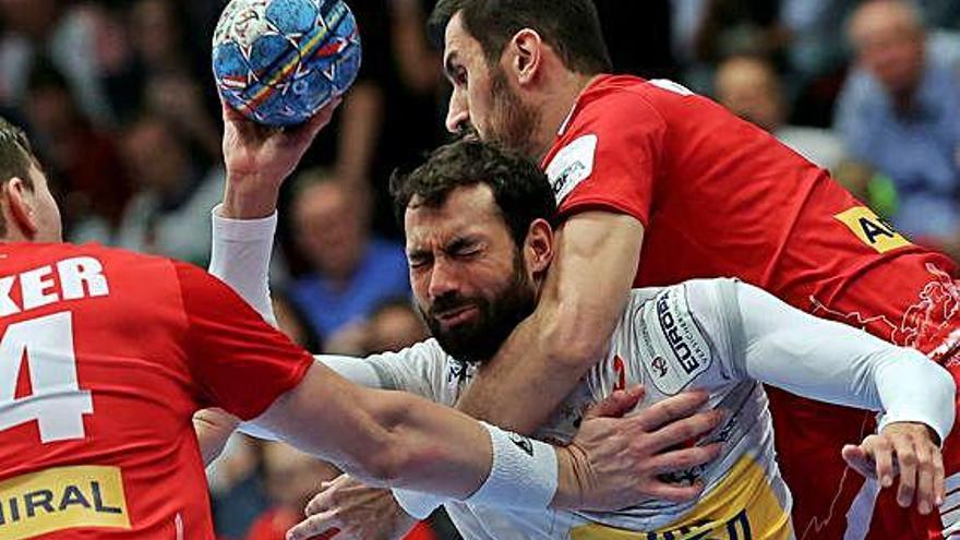 Espanya acarona les semifinals