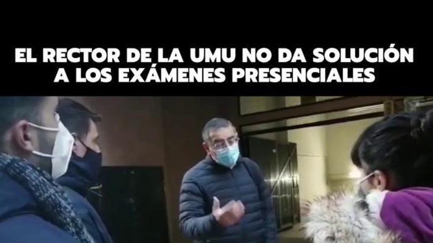 """Un grupo de estudiantes realiza un """"escrache"""" a Luján"""