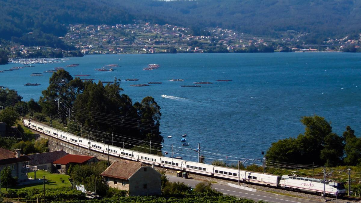 Tren Hotel circulando por Galicia.