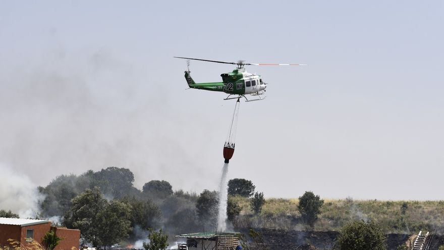 """Amplio despliegue por el incendio cerca de las """"escuelas de capataces"""" de Zamora"""