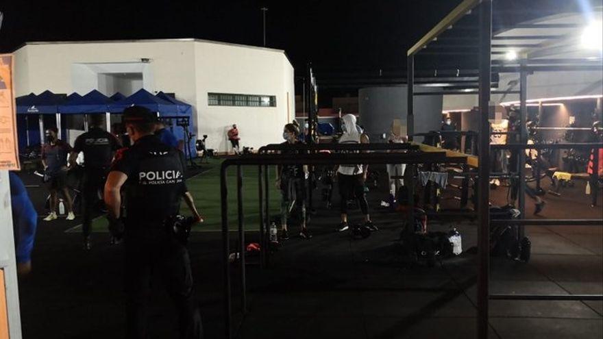 La Policía desaloja un gimnasio con clases de crossfit y zumba con 28 personas en Lanzarote