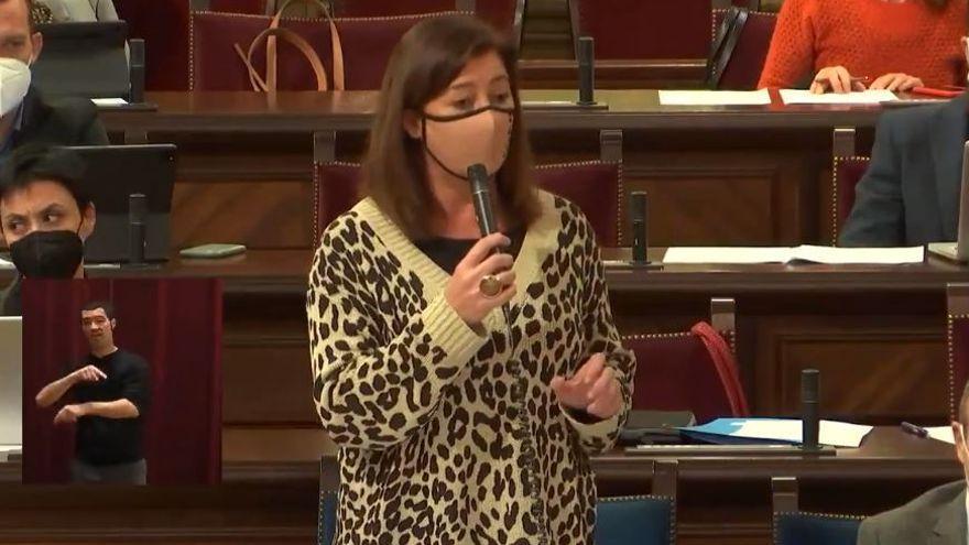 """Armengol se atreve a afirmar en el Parlament que """"nadie se ha vacunado saltándose el protocolo"""""""