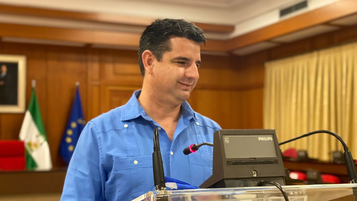 El portavoz de IU, Pedro García, hoy en el salón de plenos.