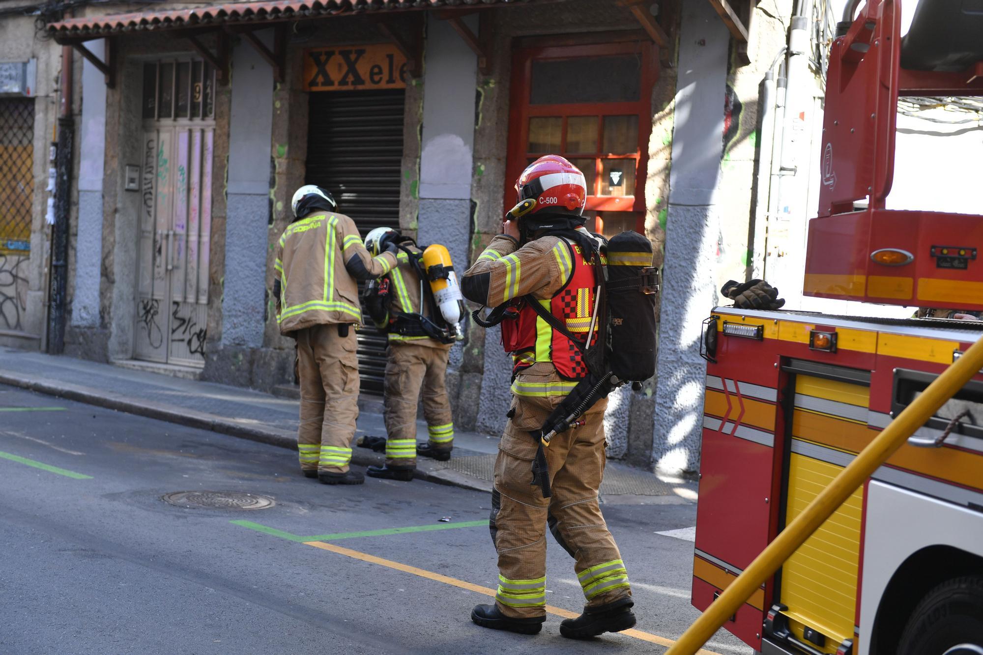 Los Bomberos sofocan un incendio en la calle Cordonería