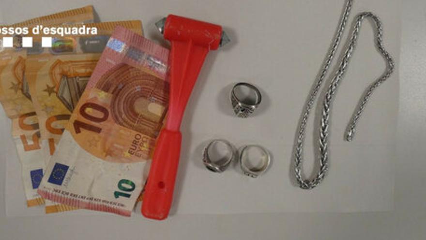 Detinguts a Roses dos joves per tres robatoris violents en menys de sis hores