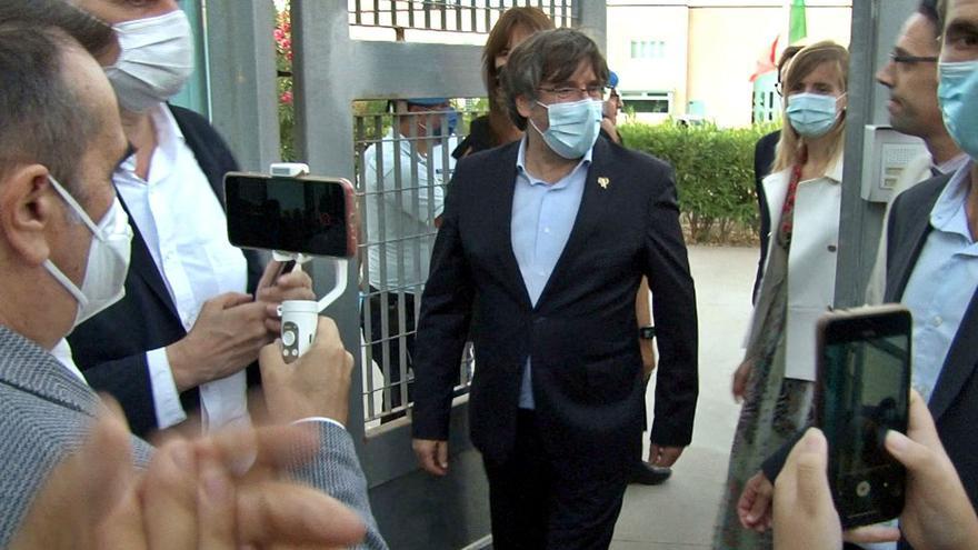 Puigdemont surt en llibertat de la presó de Sardenya després de gairebé un dia detingut