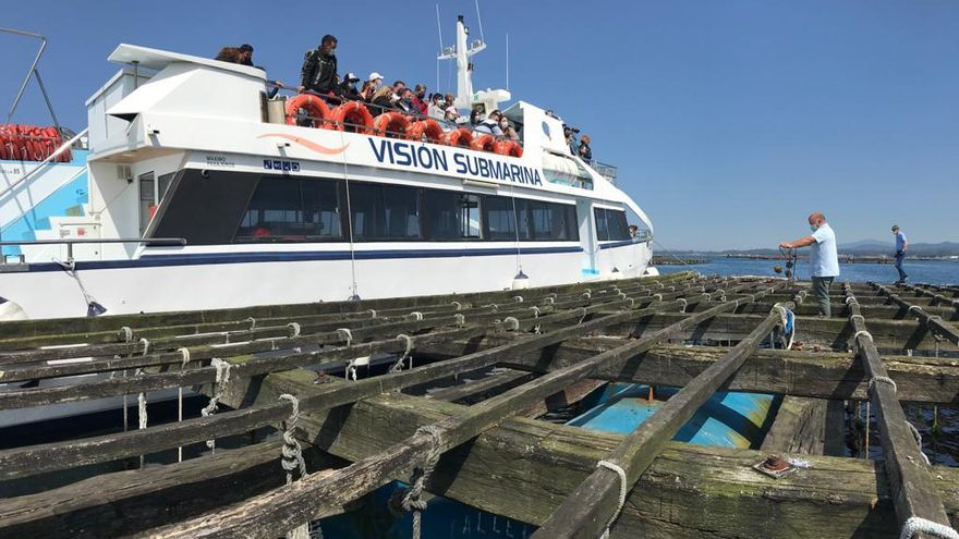 Los visitantes tienen la oportunidad de conocer el funcionamiento de las bateas.