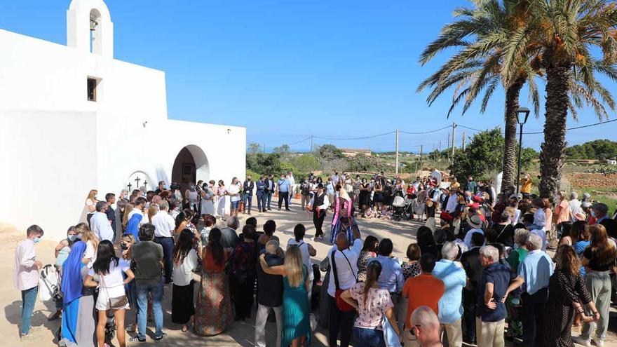 Misa, procesión y 'ball pagès' en el Pilar de la Mola