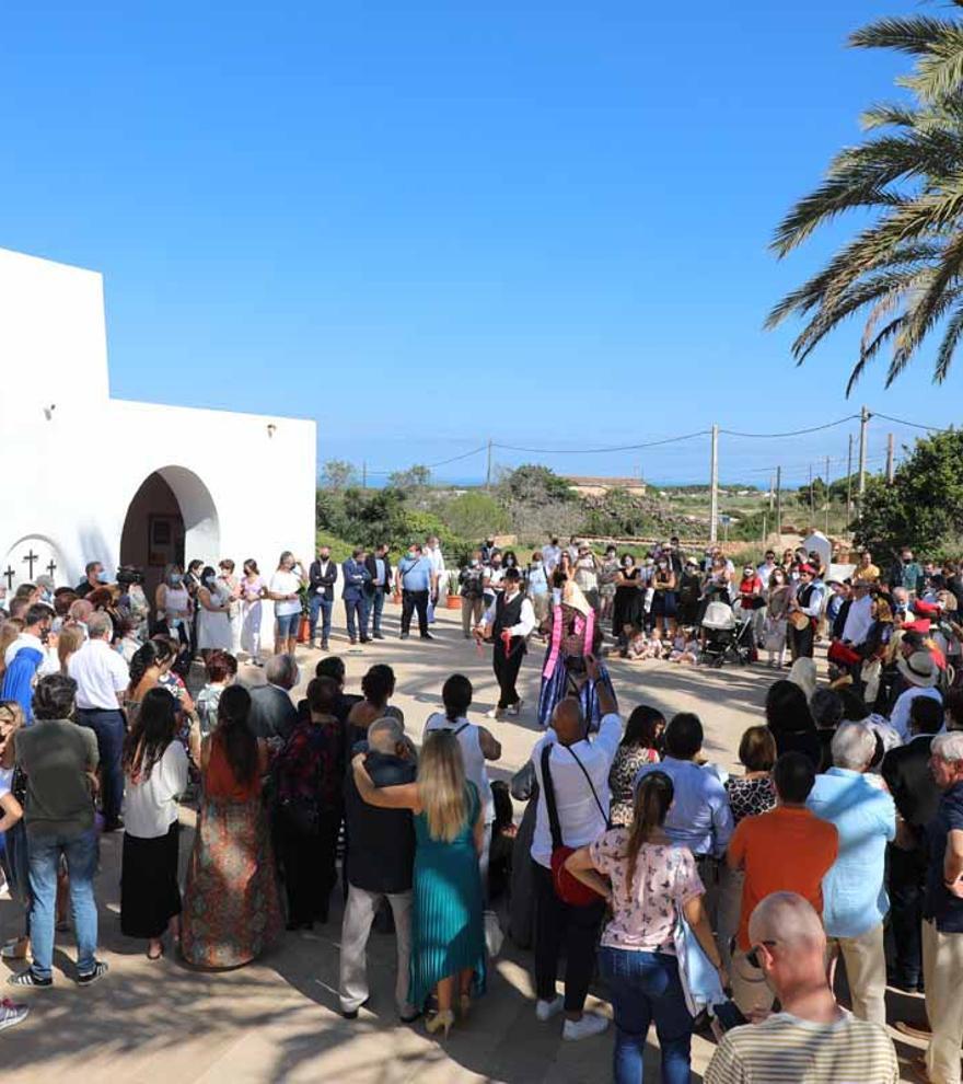 El Pilar de la Mola recupera la procesión «como toca» y el 'ball pagès'