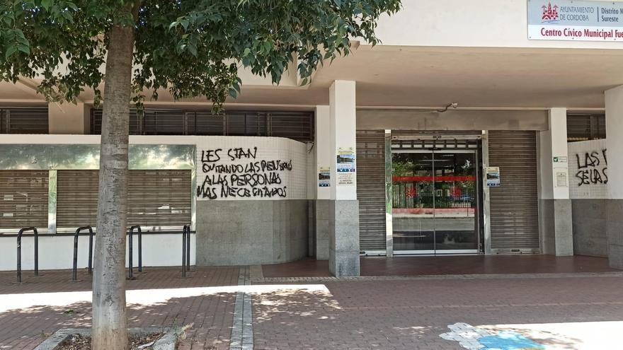 El Consejo de Distrito Sureste denuncia las pintadas aparecidas en el centro cívico de la Fuensanta