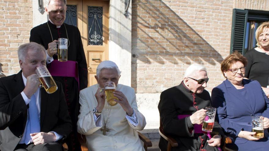 Benedicto XVI celebra su 90 cumpleaños