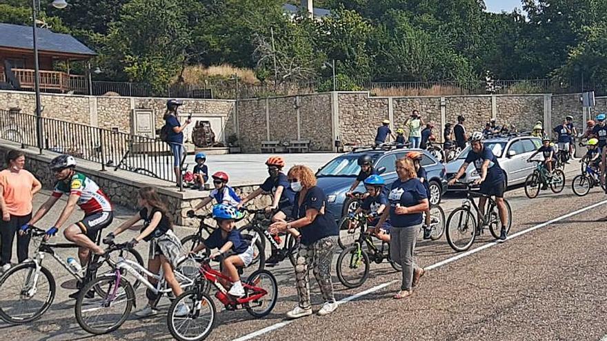 El Día de la Bici de Lubián reúne a cerca de 200 niños y adultos