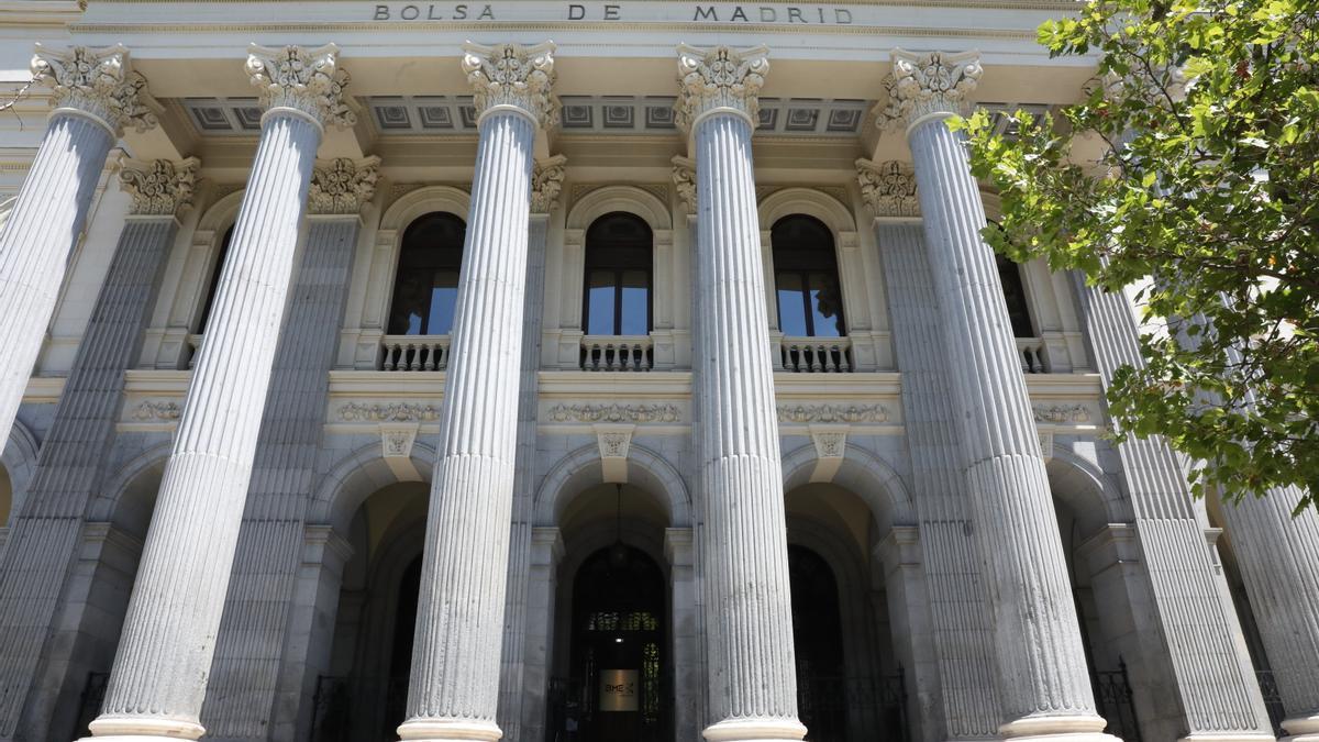 Fachada del Palacio de la Bolsa de Madrid.