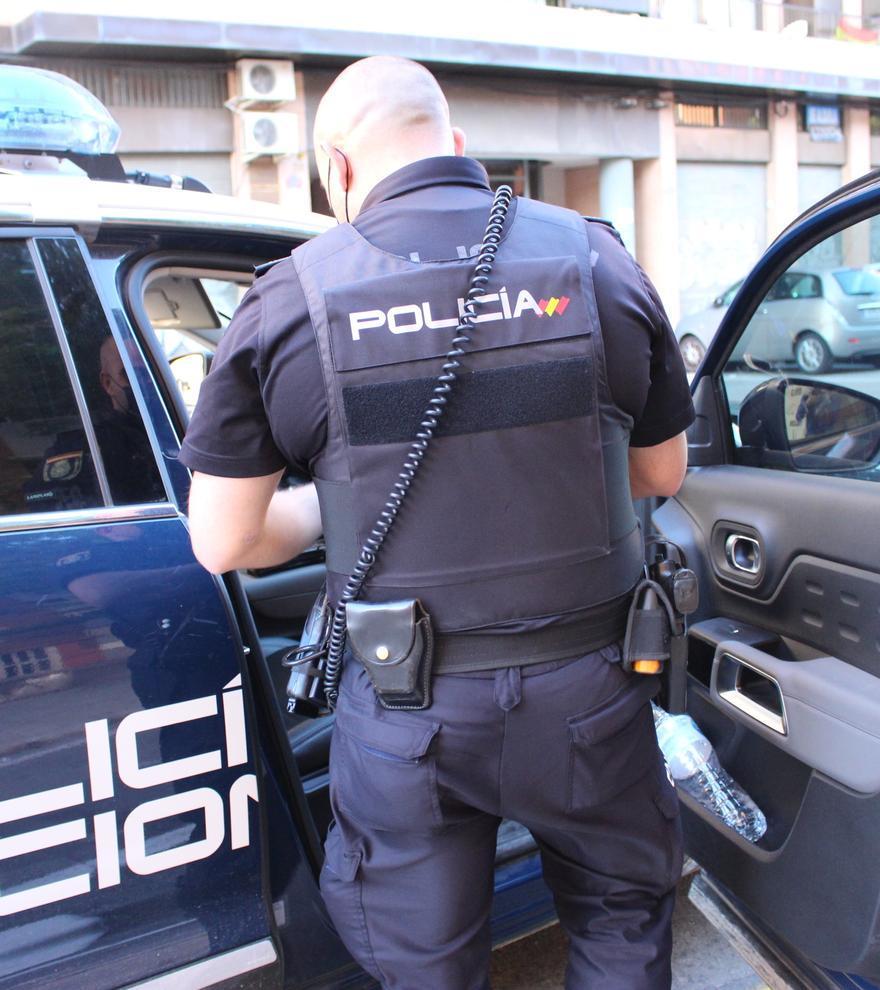 Detenido en Valencia por golpear a su novia contra una puerta y arrastrarla del pelo