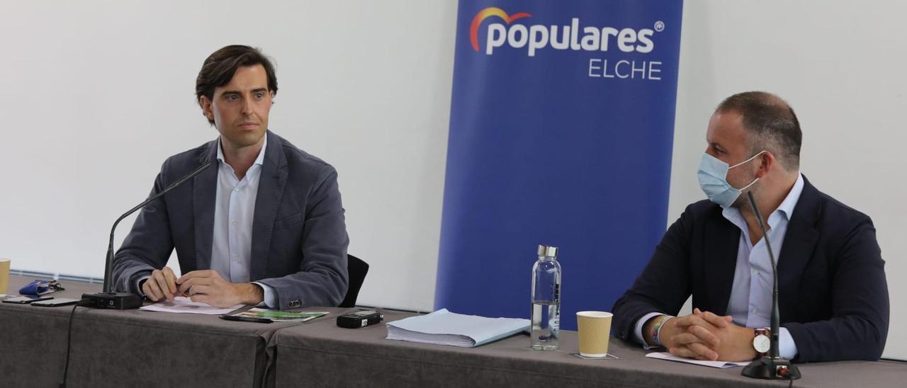 Los populares Pablo Montesinos y Pablo Ruz, este jueves, en Elche.