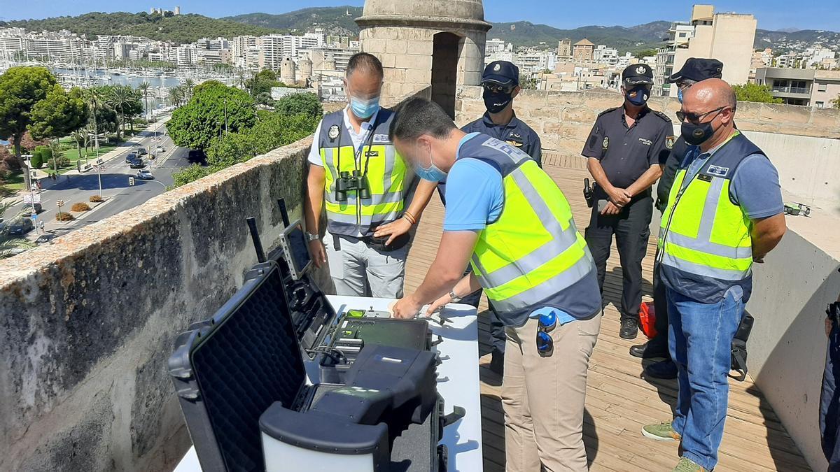 Polizei verstärkt Inspektionen gegen Drohnen.