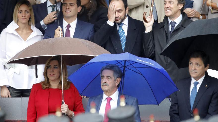 Los Reyes presiden la primera Fiesta Nacional con el Gobierno en funciones