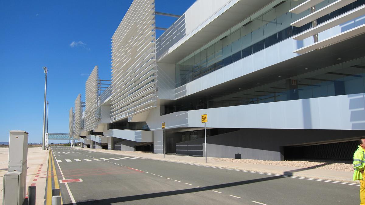 Archivo - Aeropuerto de Corvera. Terminal de pasajeros. Aeropuerto Internacional de la Región de Murcia. Avión. Turismo.