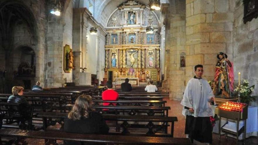 Los curas animan a dejar las palmas en los balcones para celebrar el Domingo de Ramos