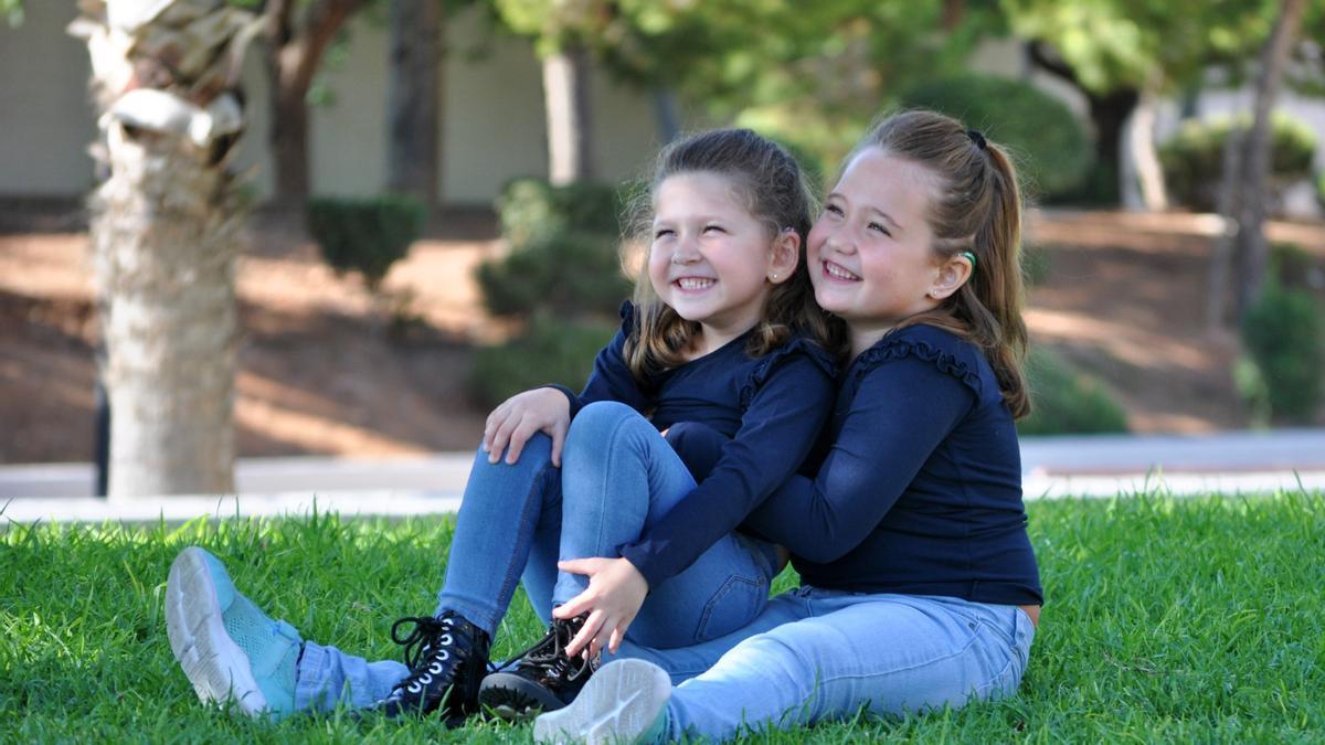 Las niñas Iris y Alba