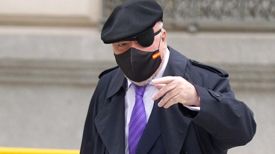 El juez debe decidir si investiga a Repsol por contratar a Villarejo