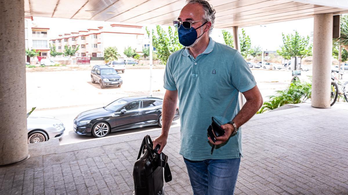 Miguel Torrecilla, a su llegada al hotel de concentración del equipo en San Pedro del Pinatar.