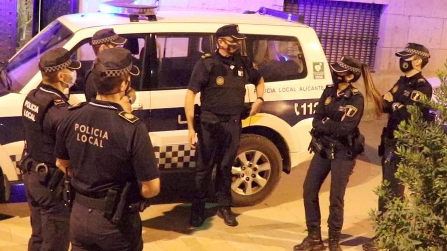 La Policía Local de Alicante disuelve dos fiestas de madrugada e impone trece sanciones