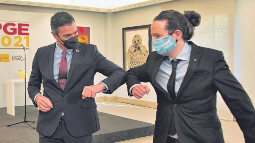 Sánchez e Iglesias acercan posturas para ampliar la prohibición de desahucios