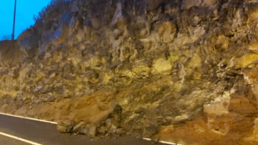 Un desprendimiento bloquea la carretera que une San Andrés e Igueste