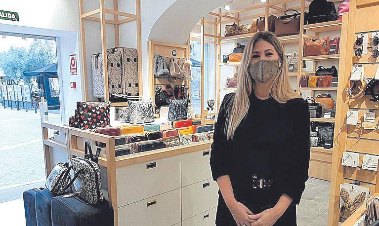 Patricia Arena, de la tienda Misako, afirma que este año se ha vendido menos que el año pasado.