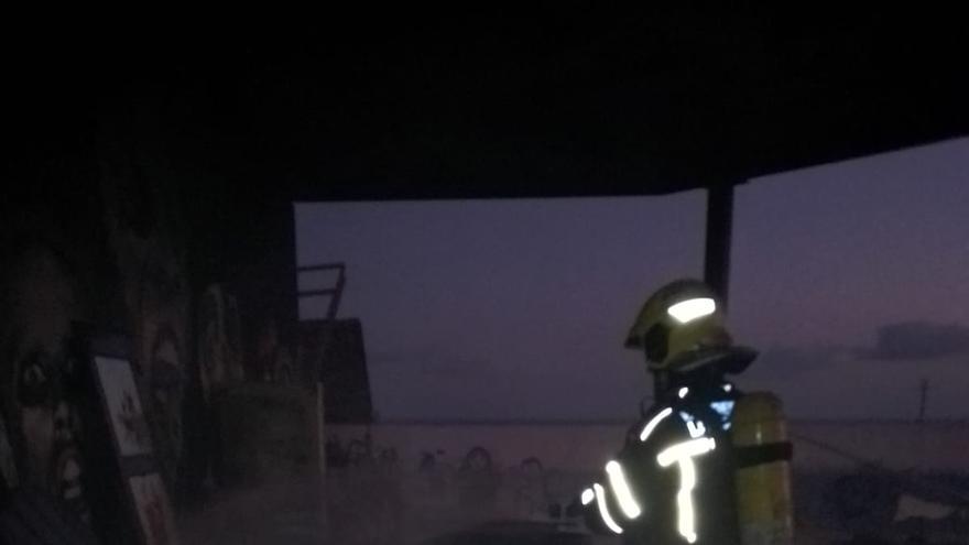 Erupción volcánica: Ayuda de los bomberos de Lanzarote en La Palma