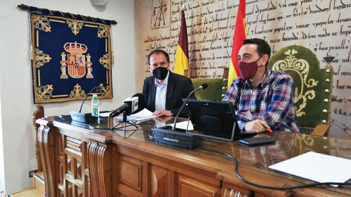 El subdelegado del Gobierno y el alcalde de Benavente comparecieron tras la reunión.