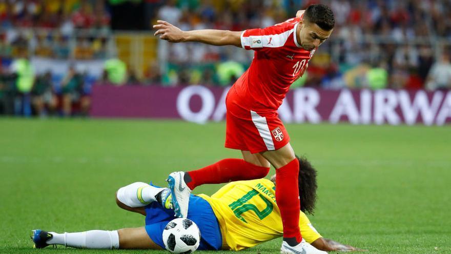 La connexió blaugrana Coutinho-Paulinho guia el Brasil als vuitens de final