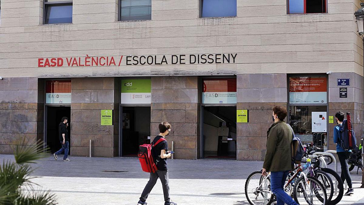 Fachada de la Escola d'Art i Superior de Disseny en la plaza Viriato de València.  |  MIGUEL ANGEL MONTESINOS
