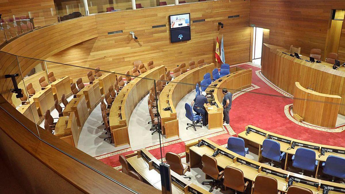 Pantallas de protección instaladas en la tribuna de invitados del Parlamento gallego.