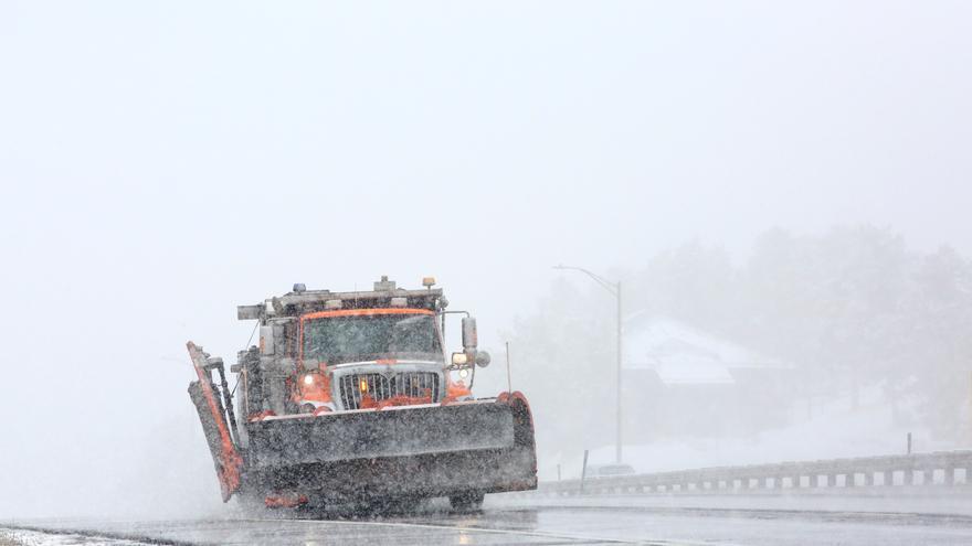 Una fuerte tormenta de nieve obliga a cancelar miles de vuelos en Estados Unidos