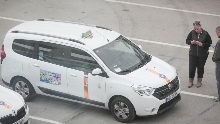 Cort cambia el plan de subvenciones para crear una línea de ayudas al taxi