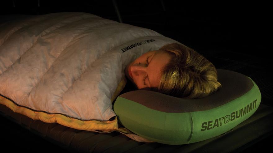 Las mejores almohadas para descansar bien en las acampadas