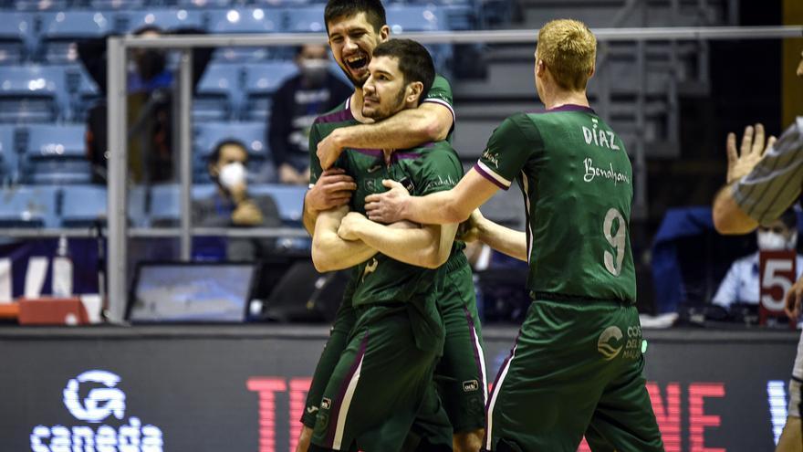 El alcalde de Málaga afirma que Unicaja Banco garantiza la continuidad del equipo de baloncesto